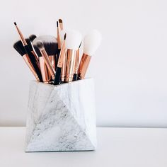 Trendy Makeup Brushes Storage Ideas Make Up Ideas Makeup Tools, Makeup Brushes, Zoeva Brushes, Makeup Artists, Skin Makeup, Beauty Makeup, Glossy Makeup, Makeup Lipstick, Rangement Makeup
