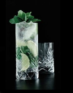 Crispy Highball glasset fra Frederik Bagger er et smukt glas, som er fremstillet i blyfrit krystalglas i et flot dansk design. Glasset er ekstremt holdbart, og kan tåle maskinopvask på glasprogram. Det kan både bruges til de daglige måltider, til middagen eller festens lækre drinks. Glasset er fremstillet af certificerede råvarer for ensartet klarhed og glans. Ud over dette er glassene fra Crispy serien fri for giftige tilsætningsstoffer og godkendt af FDA.