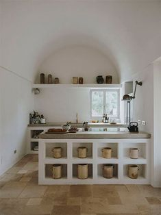curved ceiling Rustic Kitchen, New Kitchen, Kitchen Decor, Minimal Kitchen, Kitchen Tables, Kitchen Sink, Cuisines Design, Cheap Home Decor, Kitchen Interior