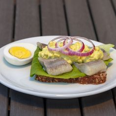 Curry Salad on pickled herring. Recipe in English from the Sweet Sour Savory blog.