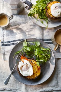 Mushroom rarebit with poached eggs Low Carb Recipes, Vegetarian Recipes, Healthy Recipes, Healthy Meals, Eggs And Mushrooms, Stuffed Mushrooms, Omelette Recipe, Carbs Protein, Pub Food