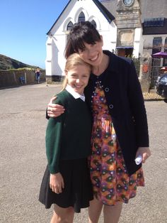 The cast is very welcoming to visitors which is amazing given the numbers of people that gather around them. This is the little girl who played the editor of the school paper. Bbc Tv Shows, Comedy Tv Shows, Doc Martin Tv Show, Martin Clunes, Dr Martins, British Comedy, British Style, Cornwall, Favorite Tv Shows