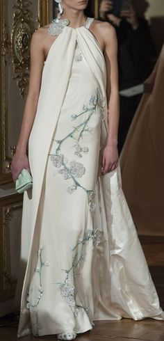 cream evening gown by Alexis Mabille Haute Couture Spring 2014 - Details Style Haute Couture, Couture Fashion, Runway Fashion, Look Fashion, High Fashion, Fashion Design, Beautiful Gowns, Beautiful Outfits, Gorgeous Dress