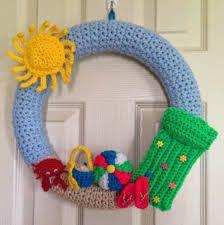 "Randi's Crafty Cricut Creations: My newest project a crocheted ""Summer Wreath"" Beach Crochet, Crochet Home, Crochet Gifts, Crochet Baby, Knit Crochet, Single Crochet, Crochet Summer, Crochet Wreath, Crochet Flowers"