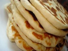 Pikant kylling i fad - Hjemme hos Xenia Food N, Food And Drink, Snack Recipes, Cooking Recipes, Bread And Pastries, Recipes From Heaven, Everyday Food, Greek Recipes, Bread Baking