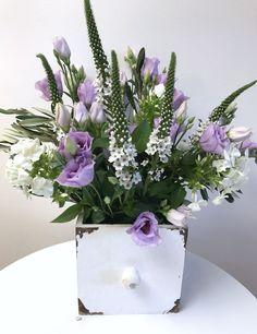 Eine schöne Kombination: lila Lisianthus und Schnee-Felberich.