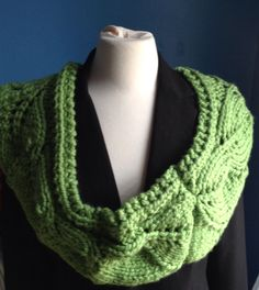 Chunky green cowl, handmade cowl, knitted cowl, vite cowl, Christmas gift, high fashion cowl , woman and Teenegers latest tren by ndolceshop on Etsy https://www.etsy.com/listing/256433210/chunky-green-cowl-handmade-cowl-knitted