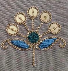 Zardozi Embroidery, Hand Embroidery Dress, Kurti Embroidery Design, Embroidery Neck Designs, Hand Embroidery Videos, Couture Embroidery, Embroidery Works, Embroidery Fashion, Hand Embroidery Patterns