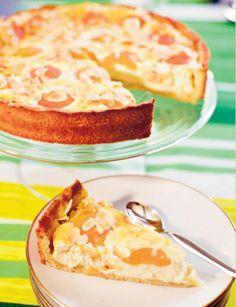 Kauniin oranssit aprikoosit viimeistelevät raikkaan rahkaisen tortun! Maukas rahka-aprikoositorttu on pääsiäisen ihanin makea herkku.