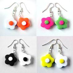 Alternate colors flower-shaped earrings door SilviaOrtizDeLaTorre