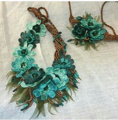 This post was discovered by Fu Form Crochet, Crochet Shawl, Crochet Patterns, Fringe Necklace, Collar Necklace, Crochet Necklace, Fabric Jewelry, Beaded Jewelry, Bohemian Jewelry
