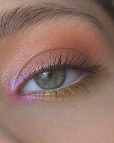 makeup for dark skin makeup hacks with eyeshadow only do eyeshadow makeup makeup organizer makeup peach makeup for ever makeup names Makeup Hacks, Makeup Goals, Makeup Inspo, Makeup Art, Makeup Ideas, Makeup Tutorials, Pastel Makeup, Indie Makeup, Eyeliner Hacks