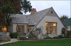 another example of low contrast between stucco color and trim color