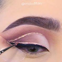 We love glitter as much as we love a winged liner, and that's A LOT! We love glitter as much as we love a winged liner, and that's A LOT! Pretty Eye Makeup, Makeup Eye Looks, Eyeshadow Looks, Gorgeous Makeup, Eyeshadow Makeup, Sephora Eyeshadow, Cream Eyeshadow, Eyeshadow Palette, Makeup Ideas