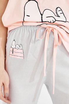 Pijama Snoopy 'Keep dreaming' Cute Pajama Sets, Cute Pjs, Cute Pajamas, Pajamas All Day, Girls Pajamas, Pajamas Women, Cute Sleepwear, Cotton Sleepwear, Cute Lazy Outfits