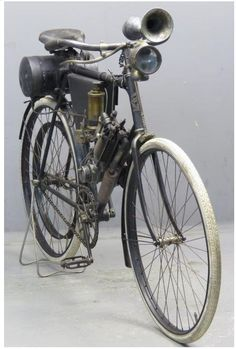 Clement 1904 Model D 192 cc 1 cyl aiv 2607 Antique Motorcycles, Triumph Motorcycles, Cars And Motorcycles, Motorised Bike, Bicycle Pedals, Motorized Bicycle, Motorcycle Engine, Bike Rider, Classic Bikes