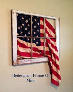 Vintage 6 pane flag window Avec le drapeau d haiti ce serait joli. Patriotic Crafts, July Crafts, Patriotic Party, Americana Crafts, Patriotic Wreath, 4th Of July Decorations, Memorial Day Decorations, Home And Deco, Fourth Of July
