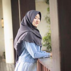 Head Scarf Styles, Girl Hijab, Hijab Chic, Beautiful Hijab, Muslim, Jeans, Womens Fashion, Islamic, Tops