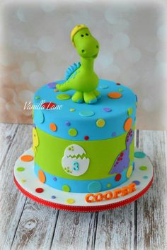 Cute design for kids. - Let's plan a party Dinosaurier-Geburtsta Dinasour Birthday Cake, Dinosaur First Birthday, 1st Boy Birthday, Birthday Parties, Birthday Ideas, Dinosaur Party, Cake Birthday, Dinosaur Cakes For Boys, Bolo Snoopy