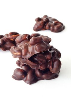 Dark chocolate, peanut butter and roasted peanuts combine to create the perfect chocolate treat. Chocolate Dreams, Chocolate Sweets, Chocolate Heaven, Chocolate Shop, Chocolate Factory, How To Make Chocolate, Melting Chocolate, Chocolate Peanut Clusters, Chocolate Peanut Butter