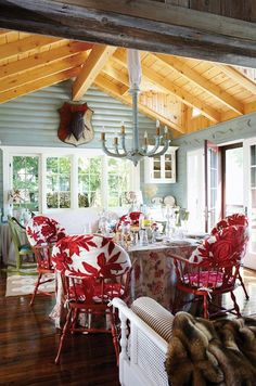 Dear Santa... All I want for Christmas is a quaint, beautiful lakeside cottage exactly like this one. {Minus the weird, giant beetle mounted to that plaque.} And if I could get it by this weekend instead of waiting until December, that would be great. Thank you.