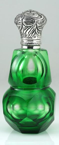 c.1900 GREEN OVERLAY CRYSTAL SCENT PERFUME BOTTLE, 935 SILVER TOP