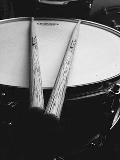 Drums Wallpaper, Grey Wallpaper, Drums Pictures, Drums Artwork, Drum Patterns, Metalocalypse, Drum Kits, Photo Sessions, Foo Fighters