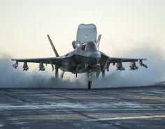 Um do USMC pega fogo em voo durante treinamento Military Jets, Military Aircraft, Fighter Aircraft, Fighter Jets, Stealth Aircraft, Airplane Fighter, Stealth Bomber, Air Fighter, F35 Lightning