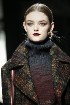 Русская: Bottega Veneta Fall - Winter 2016/2017. Model:...