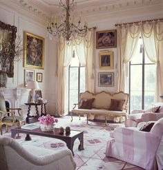 Home of Allison Kendrick. Garden District, New Orleans, for Elle Decor. Lili Abir Regen, stylist.