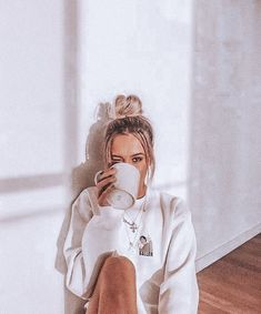 Cute Instagram Pictures, Cute Poses For Pictures, Instagram Pose, Tumblr Photography Instagram, Winter Instagram, Save Instagram, Instagram Girls, Ideas For Instagram Photos, Vintage Instagram