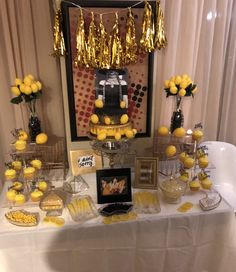 Lemonade party Bacherolette Party, 30th Party, Bee Party, 50th Birthday Party, Party Ideas, 17th Birthday, Birthday Ideas, Beyonce Party, Beyonce Birthday