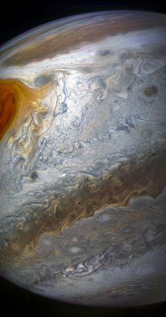 Nasa Take a look at these. - Take a look at these amazing new NASA's Juno spacecraft Jupiter images. EST) NASA's Juno spacecraft will be miles kilometers) above… Nasa Space Pictures, Astronomy Pictures, Space Pics, Space Images, Astronomy Science, Space And Astronomy, Astronomy Facts, Cosmos, Jupiter Wallpaper