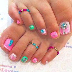 ネオン×ターコイズ✨ @jillandlovers_shibuya @chinatsu_tsubaki #jillandlovers#ネイル#ジェルネイル#nail#nails#美甲#네일 #젤네일#ネイルアート#nailart #フットネイル #toenails #pedicure