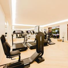 [Fitness] 🏋🏻‍♀️- Enjoy a fitness break in an exceptional location. Stones Throw, Treatment Rooms, Steam Room, Gym, Workout Rooms, Travel And Leisure, Luxury Lifestyle, Location, Parisian