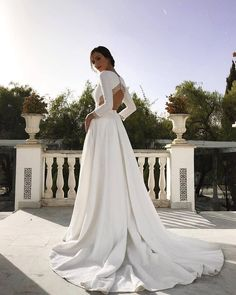 Uploaded by María José. Find images and videos about wedding, moda and beauty on We Heart It - the app to get lost in what you love. Outdoor Wedding Dress, Bridal Wedding Dresses, Dream Wedding Dresses, Wedding Bride, Bridesmaid Dresses, Hijab Evening Dress, White Gowns, Couture Dresses, Perfect Wedding