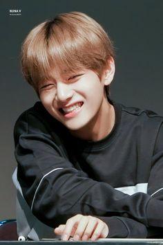 Read ☘ - TaeKook - from the story ¡No Soy Tu Fan! TaeHyung no había dejad. Bts Taehyung, Jimin, Taehyung Smile, Kim Namjoon, Bts Bangtan Boy, Bts Boys, Seokjin, Daegu, Foto Bts