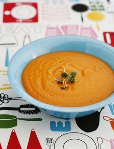 Sugen på soppa? Prova en smal tomatsoppa med linser och sötpotatis, perfekt till både varmrätt och lunchlådan. Hälsosam och god, här finns receptet!