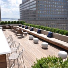 Loopy Doopy Roof Top Bar - Conrad Hotel, NYC -- Article ideas / Terrace Ideas For Articles on Best of Modern Design - So many good things! Rooftop Terrace Design, Rooftop Lounge, Rooftop Patio, Patio Roof, Terrace Garden, Rooftop Bar, Terrace Ideas, Terrasse Design, Diy Terrasse