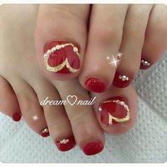 Red pedicure designs toenails valentine nails ideas for 2019 Pretty Toe Nails, Cute Toe Nails, Fancy Nails, Trendy Nails, Glitter Toe Nails, Gold Nails, Diy Nails, Pedicure Nail Art, Toe Nail Art