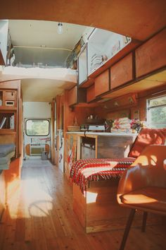 Tyni House, Tiny House Cabin, Tiny House Living, Tiny House Design, Bus Remodel, School Bus Tiny House, Van Conversion Interior, Kombi Home, Motorhome