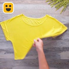 Dying clothes at home with things in the kitchen and compound ropa Diy clothes Diy Crafts Hacks, Diy Home Crafts, Diy Arts And Crafts, Diy Clothes And Shoes, Diy Clothes Videos, Diy Clothes At Home, Diy Clothes Dye, Clothes Crafts, Diy Videos