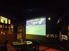 """Друзья, сегодня, в 21:45, прямая трансляция финала Лиги Европы в Стокгольме, где голландский """"Аякс"""" сразится с """"Манчестер Юнайтед""""⚽Игра обещает быть жаркой, прямо как погода за окном☀Остались ещё свободные столы, бронь по номеру 8(495)722-86-48 P.S. Не забываем про крутой концерт The Rockies, пятница уже совсем скоро😉 #brawlerspub #pub #irishpub #moscowpubs #beer #livemusic #therockies #football #europeleague #ajax #manchesterunited #irishstyle #пиво #паб #пабымосквы #ирландскийпаб…"""
