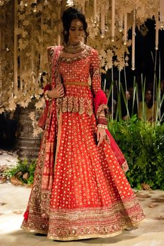 64 Trendy Ideas For Wedding Indian Lengha Red Lehenga Couture Week Indian Lengha, Red Lehenga, Bridal Lehenga, Pakistani, Wedding Ceremony Ideas, Tarun Tahiliani, 1920s Dress, Flapper Dresses, Modest Fashion