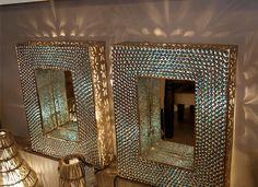 Lampe mural rectangulaire avec miroir et billes bleues chez Artemano