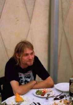 Kurt Cobain Photos, Nirvana Kurt Cobain, Dave Grohl, 90s Grunge, Grunge Outfits, Kurt And Courtney, Donald Cobain, Smells Like Teen Spirit, Foo Fighters