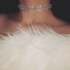 So classy. Diamond choker collar and white fur. Bling Bling, Cute Jewelry, Body Jewelry, Jewelry Accessories, Mode Glamour, Boujee Aesthetic, Aesthetic Fashion, Diamond Bracelets, Diamond Choker
