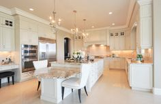 25 Elegant Kitchen Design Inspiration & Ideas. Follow us for more Home & Decor Inspiration | Vienné & Ventura