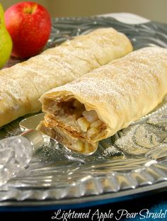 Pin it to your dessert board! Apple Pear Strudel - Low Calorie Low Fat but delicious Low Calorie Desserts, Clean Eating Desserts, Low Calorie Recipes, Vegan Desserts, Easy Desserts, Healthier Desserts, Phyllo Dough Recipes, Apple Strudel, Danish Food