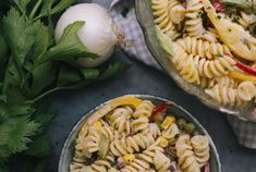 Pasta Salad, Party, Ethnic Recipes, Food, Vegetarian Recipes, Daylight Savings Time, Kochen, Food Food, Crab Pasta Salad